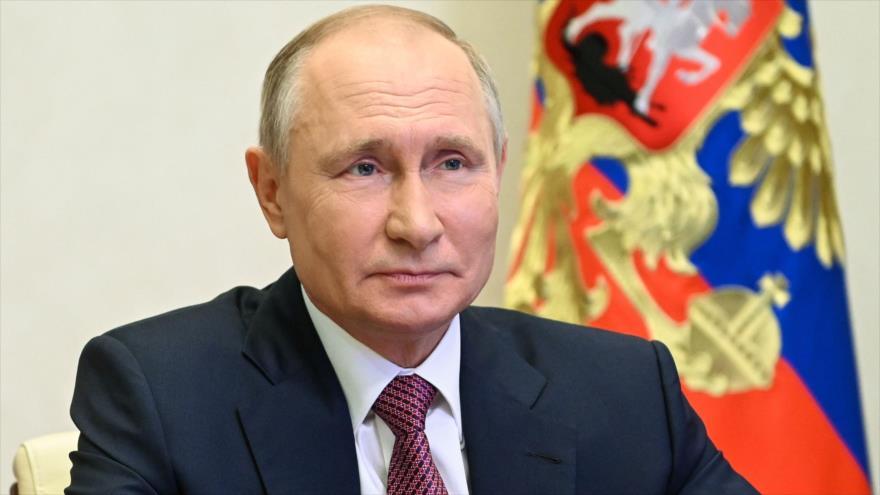 El presidente de Rusia, Vladimir Putin, durante una reunión virtual realizada desde su residencia oficial a fueras de Moscú, la capital rusa, 8 de julio de 2021. (Foto: AFP)