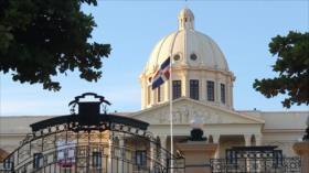 Arrestan a exfuncionarios por malversación de fondos en Dominicana