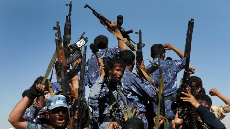 Combatientes del movimiento popular yemení Ansarolá en Saná, la capital. (Foto: Reuters)