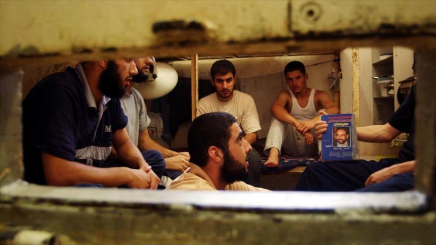 Presos palestinos en una celda de la cárcel de Ashkelon, en el sur de los territorios ocupados palestinos. (Foto: Reuters)