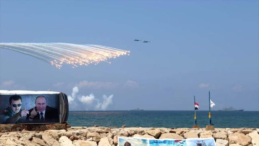 Vídeo: Fuerzas rusas realizan desfile naval en las costas de Siria