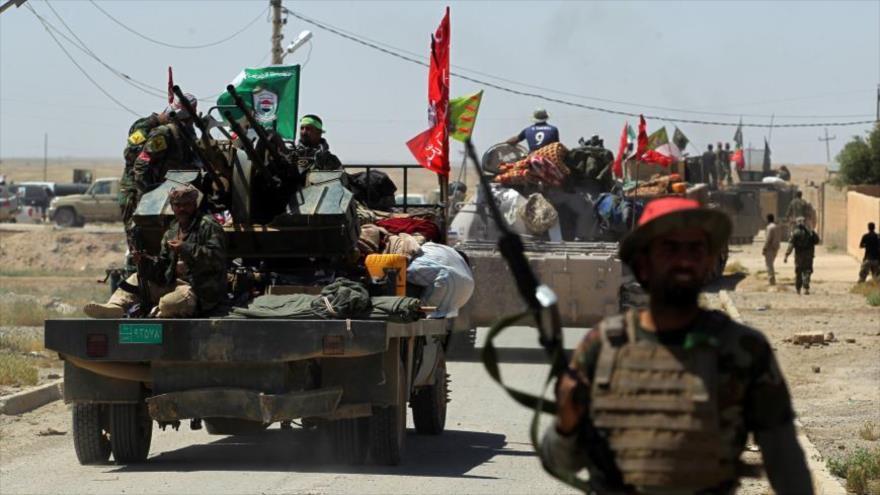 Combatientes de las Al-Hashad Al-Shabi de Irak en la ciudad de Hatra, al suroeste de la ciudad norteña de Mosul, 28 de abril de 2017. (Foto: AFP)