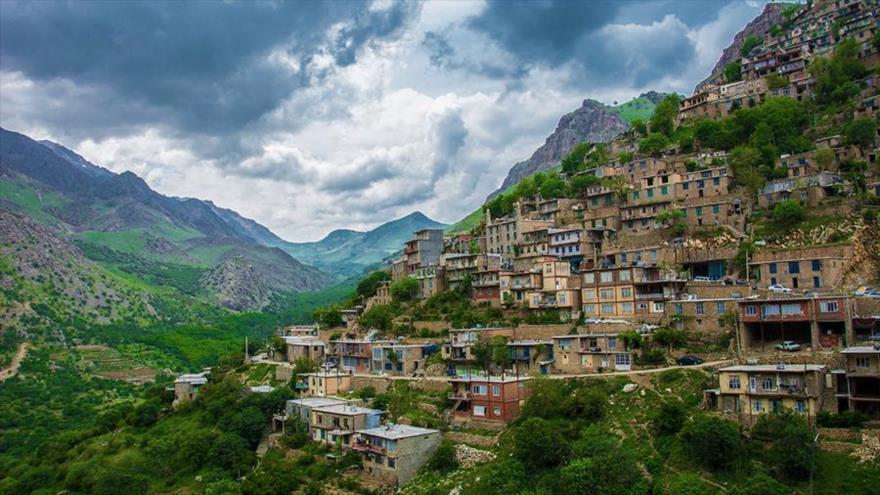El paisaje de Uramanat está ubicado en el corazón de los montes Zagros, en las provincias de Kurdistán y Kermanshah (oeste de Irán).