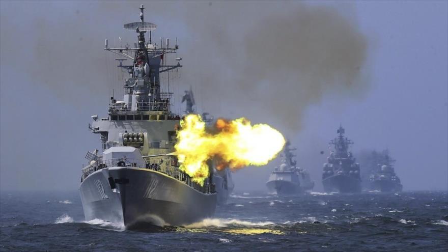 Buques de la Armada china participan en unas maniobras militares en el norte del estrecho de Taiwán, mayo de 2019.