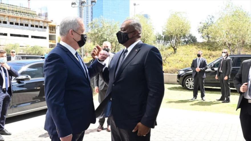 El ministro de asuntos militares de Israel, Benny Gantz (izq.) y el secretario de Defensa de EE.UU., Lloyd Austin, Tel Aviv, 11 de abril de 2021.