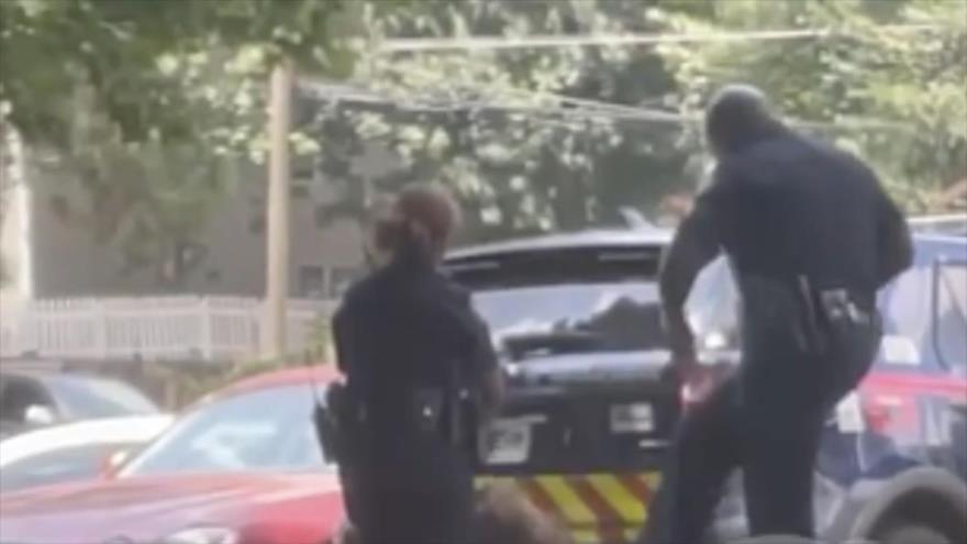 Impactante vídeo: Policía de EEUU patea en cara a una mujer negra