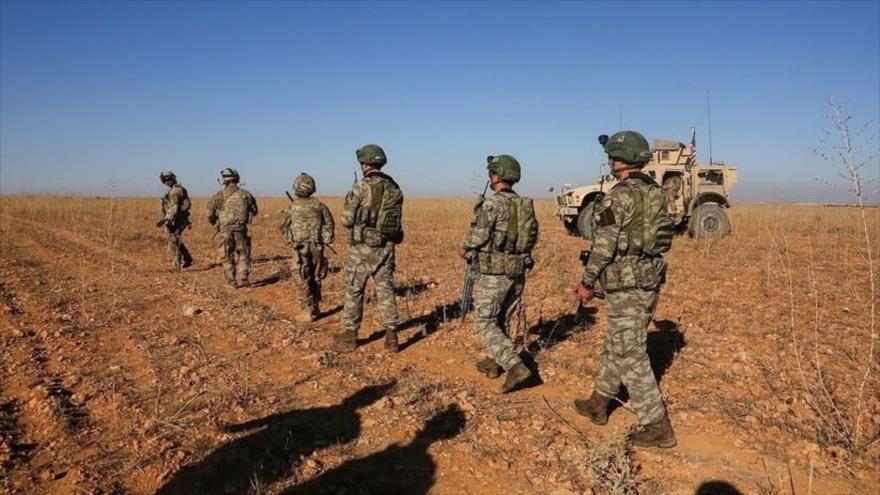 Tropas de EE.UU. en patrullaje con fuerzas turcas cerca de la ciudad de Manbij, en la norteña provincia siria de Alepo.