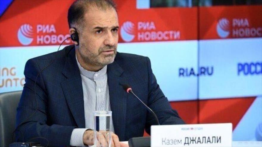 El embajador de Irán en Rusia, Kazem Jalali, interviene en un acto.