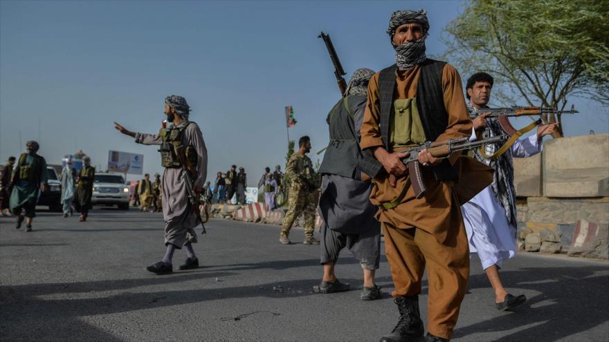 Fuerzas afganas durante una operación contra los talibanes en la provincia de Herat (oeste), 30 de julio de 2021. (Foto: AFP)