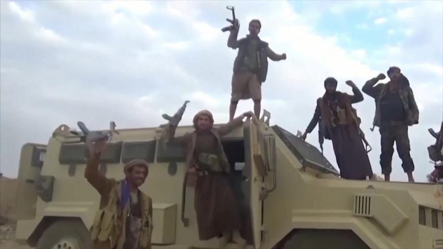 Combatientes de Ansarolá de Yemen en un vehículo incautado saudí cerca de la frontera de Najran, 29 de septiembre de 2019.