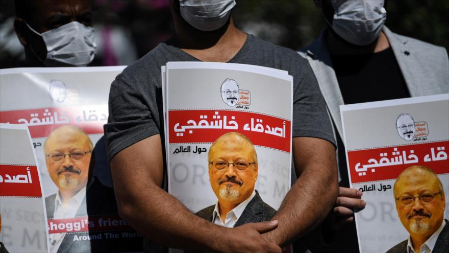 Amigos del periodista saudí Jamal Khashoggi en un evento en el segundo aniversario de su asesinato en Estambul, 2 de octubre de 2020. (Foto: AFP)