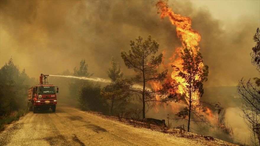 Aumenta a seis el número de muertos por incendios en Turquía