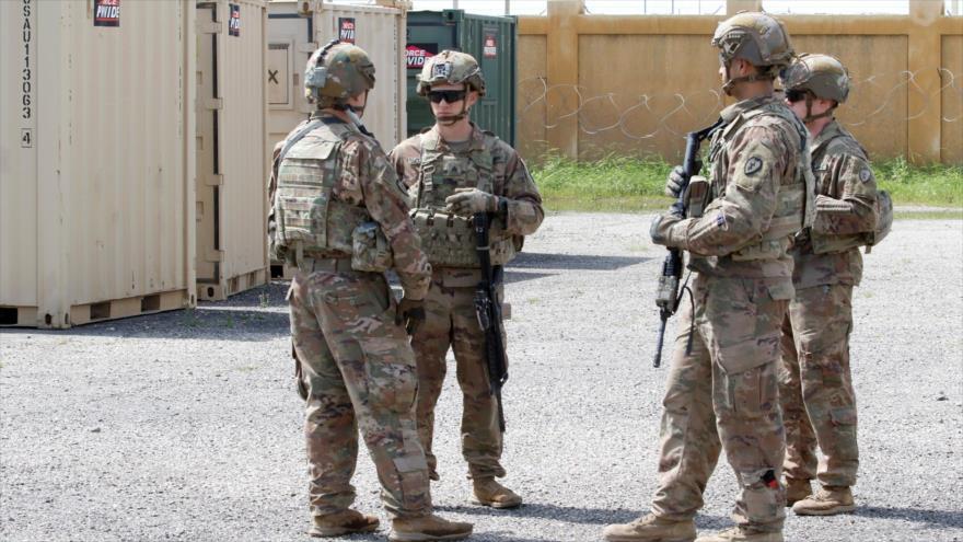 Soldados de EE.UU. patrullan en la base aérea K-1 en Kirkuk, Irak, 29 de marzo de 2020. (Foto: Reuters)