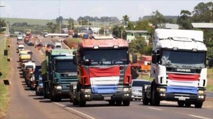 """Indignados camioneros paraguayos amenazan con """"sitiar"""" la capital"""