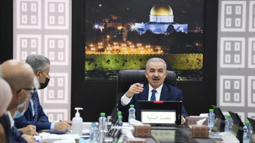 El primer ministro palestino, Mohamad Shtayeh, habla en la reunión semanal del Gabinete, Ramalá, Cisjordania, 2 de agosto de 2021 (Foto: WAFA).