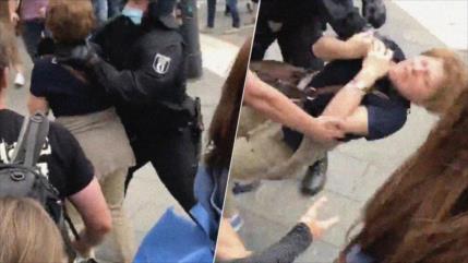 Vídeo: Policía alemana lanza a una mujer al piso; ONU reacciona