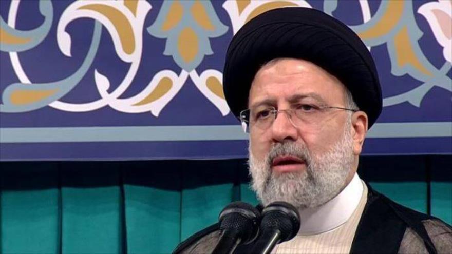 El nuevo presidente de Irán, Seyed Ebrahim Raisi, ofrece en su ceremolnia de convalidación, Teherán, 3 de agosto de 2021. (Foto: Mashregnews)