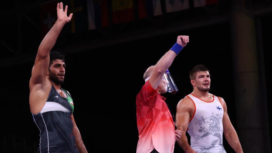 El luchador grecorromano iraní Mohamadhadi Saravi (izq.) gana el bronce en los Juegos Olímpicos de Tokio 2020, 3 de agosto de 2021. (Foto: Reuters)