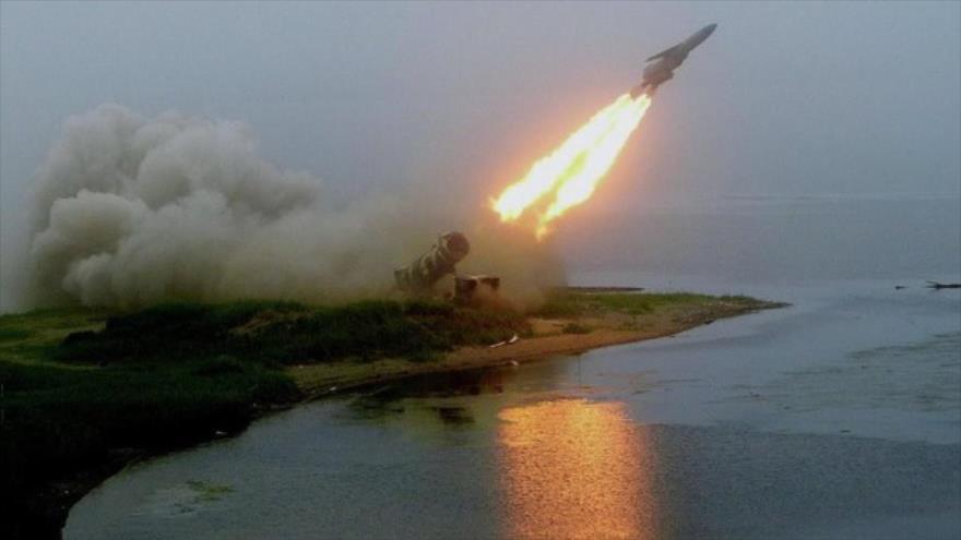 Instante del lanzamiento de prueba de un misil de crucero hipersónico ruso Zircon, desde algún lugar de la Federación Rusa. (Foto: geopolitica.ru)