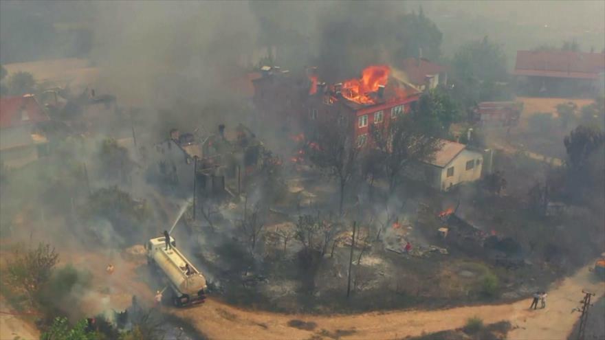 Los incendios reducen las vidas a cenizas en Turquía