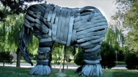 Parque de Teherán muestra animales hechos con material reciclado