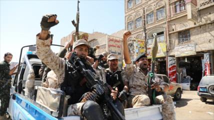 Ejército de Yemen sigue avances contra Daesh y Al-Qaeda en Al-Bayda