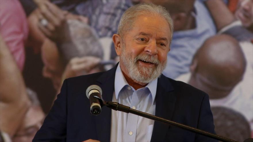 El expresidente brasileño Luiz Inácio Lula da Silva habla durante una conferencia de prensa en Sao Paolo, Brasil, 10 de marzo de 2021. (Foto: AFP)