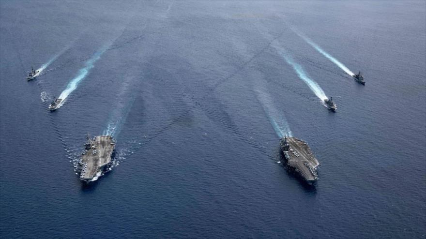 Portaviones USS Ronald Reagan y USS Nimitz y sus grupos de ataque en el mar de la China Meridional, 6 de julio de 2020. (Foto: AP)