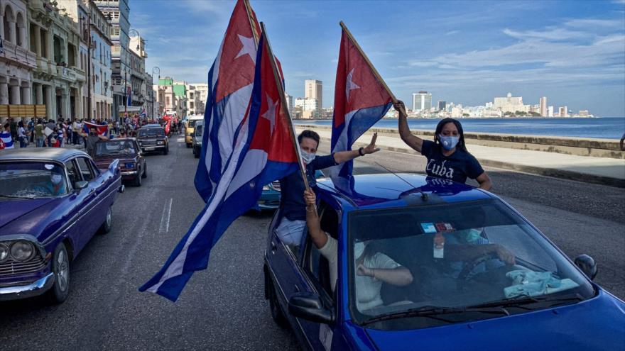 Miles de cubanos marchan en La Habana en apoyo a la Revolución