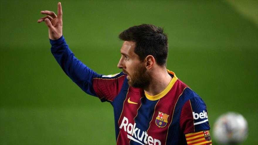 El delantero argentino del FC Barcelona Lionel Messi hace un gesto durante un partido de La Liga española, 24 de febrero de 2021. (Foto: AFP)