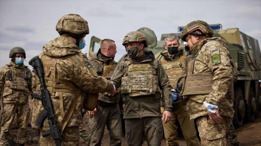 Visita del presidente ucranio, Vladímir Zelenski, a posiciones del país cerca de línea de contacto en Donbás, Ucrania, 8 de abril de 2021. (Foto: Reuters)