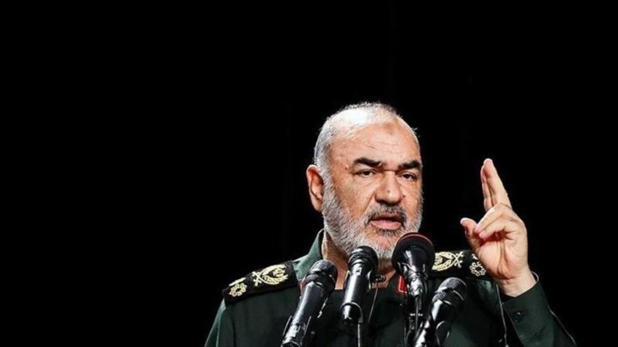 El comandante en jefe del Cuerpo de Guardianes de Irán, Hosein Salami, habla durante un acto. (Foto: Tasnim)