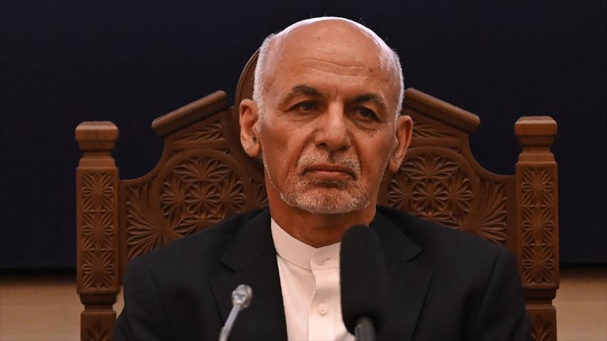 El presidente de Afganistán, Ashraf Qani, durante una reunión en el palacio presidencial en Kabul, la capital, 28 de julio de 2021. (Foto: AFP)