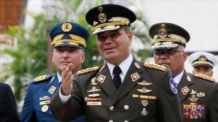 Padrino López: situación en Venezuela se resuelve entre venezolanos