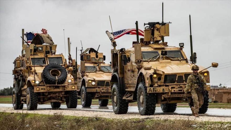 Soldados estadounidenses patrullan en la provincia de Al-Hasaka, sita en el noreste de Siria, 24 de enero de 2020. (Foto: AFP)