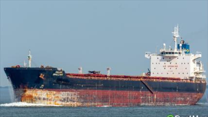 Petrolero con bandera de Singapur atraca de manera segura en Irán