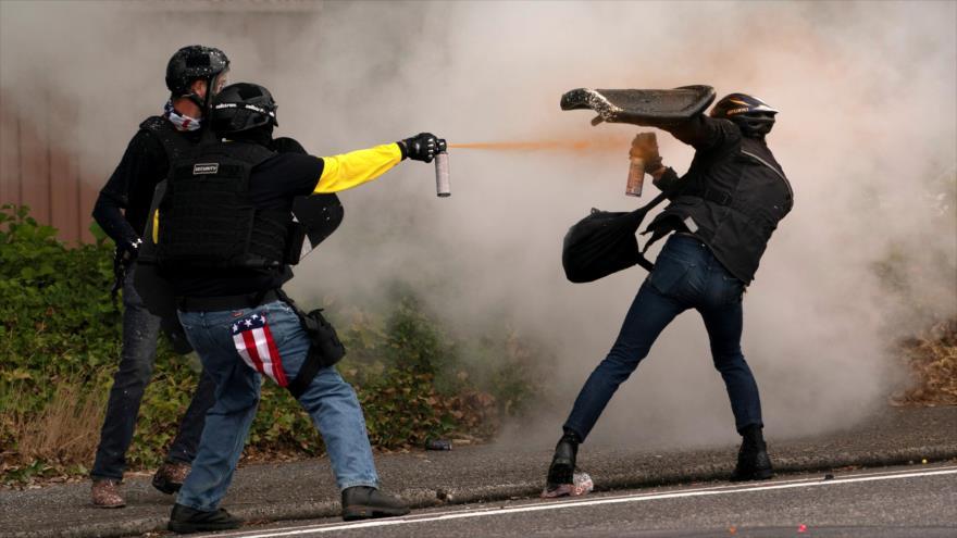 Vídeo: Violentos choques entre extremistas políticos en Portland