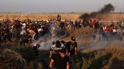 Fuerzas israelíes reprimen a la marcha de palestinos en Jan Yunis