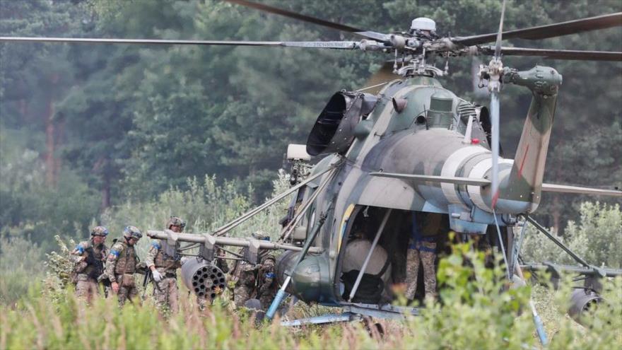 Soldados ucranianos participan en un ejercicio militar en la región de Lviv, Ucrania, 27 de julio de 2021. (Foto: Reuters)