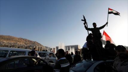 Sirios protestan: EEUU detiene a 300 miembros de una tribu anti-Daesh
