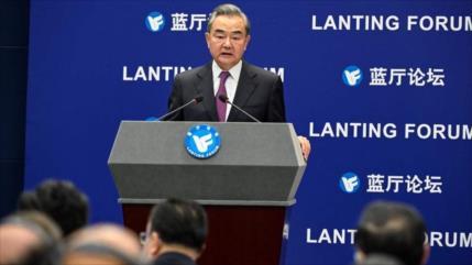 """China acusa a EEUU de """"doble rasero"""" tras su ataque en Afganistán"""