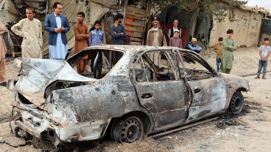 Un automóvil calcinado después de un ataque de Daesh en Kabul, Afganistán, 30 de agosto de 2021.
