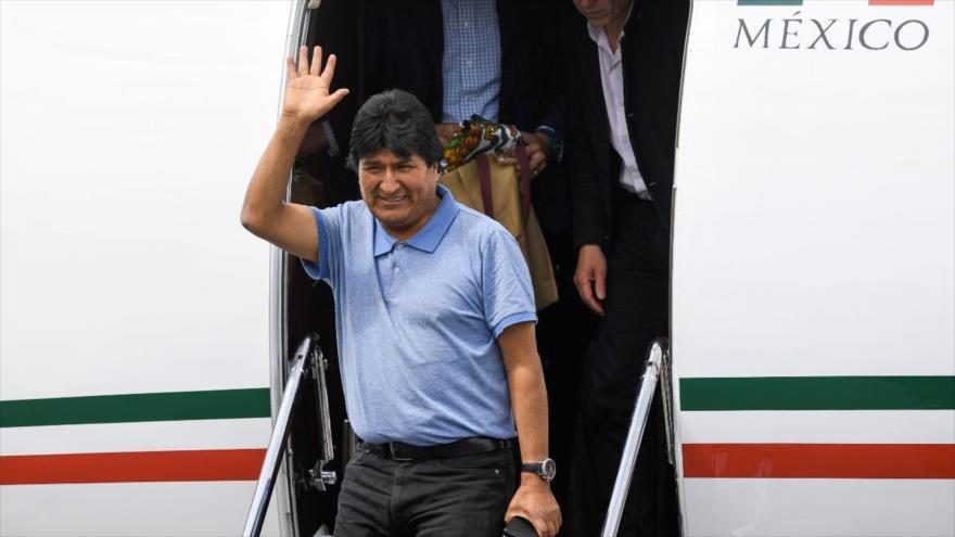 El expresidente boliviano, Evo Morales, pisa suelo mexicano, noviembre de 2019. (Foto: AFP)