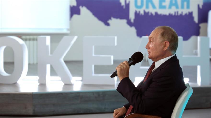Presidente ruso, Vladimir Putin, en un encuentro con escolares y ganadores de diferentes concursos, Moscú, 1 de septiembre de 2021. (Foto: kremlin.ru)