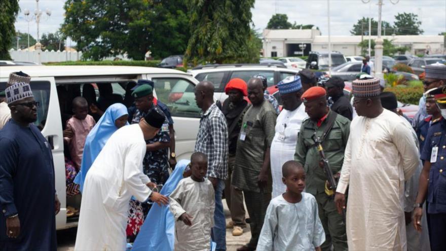 Estudiantes liberados de la escuela islámica Salihu Tanko en Minna, Nigeria. 27 de agosto de 2021. (Fuente: AP)