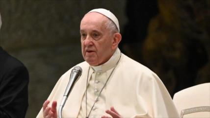 Papa critica guerra de dos décadas de EEUU en Afganistán