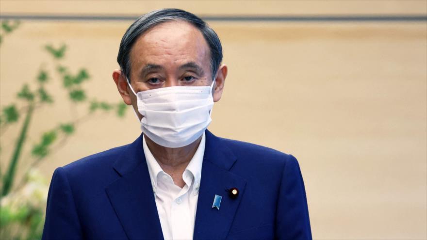 Premier nipón dimite bajo lluvia de críticas por cómo gestionó pandemia