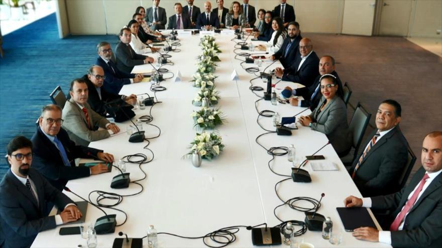 Siguen diálogos entre Gobierno venezolano y la oposición en México