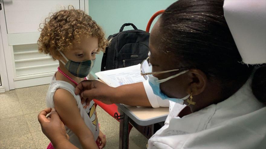 Cuba, primer país del mundo en vacunar a menores desde 2 años