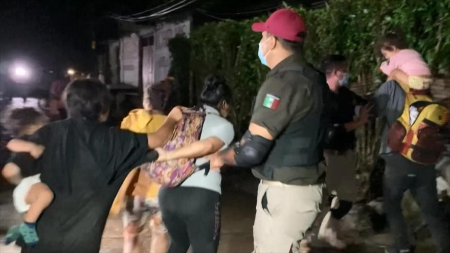 México impide por la fuerza el paso de caravana migrante hacia EEUU